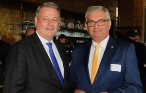 Bundesminister Andrä Rupprechter kürte gemeinsam mit dem Präsident des Österreichischen Gemeindebundes, Alfred Riedl, die Sieger des Wettbewerbes. ©William Tadros
