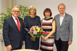 LH Hans Niessl, Bezirkshauptfrau Birgit Lentsch und NR Erwin Preiner gratulierten Elisabeth Böhm zur gewonnenen Stichwahl. ©Stadtgemeinde Neusiedl am See
