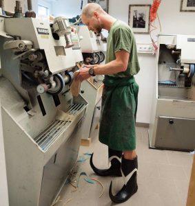 Der Orthopädischuhmacher Michael Schachinger belegte mit seinem Konzept den ersten Platz und möchte ein Handwerkshaus mit Kaffee und Schauwerkstatt eröffnen. ©WKOÖ