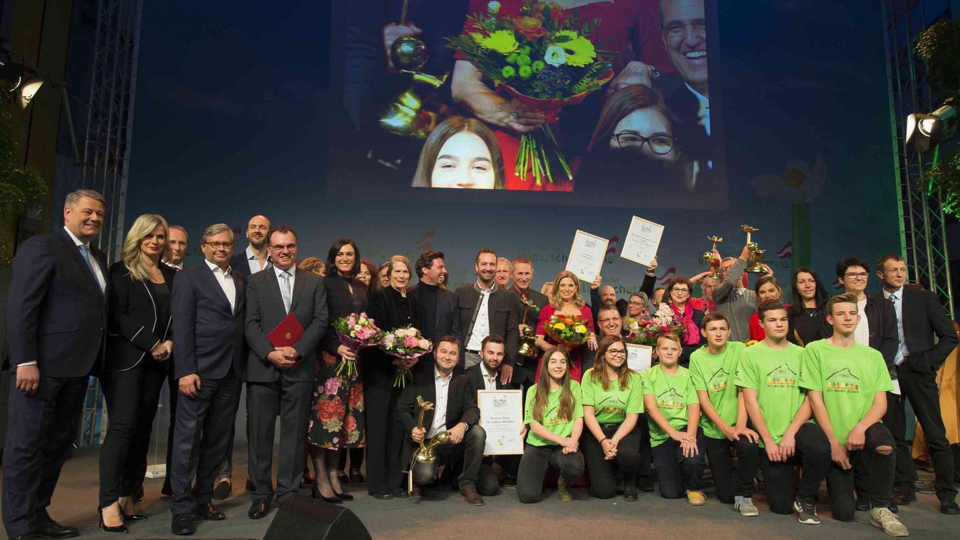 Umweltminister Andrä Rupprechter und ORF-Generaldirektor Alexander Wrabetz zeichneten die fünf Gewinner des Österreichischen Klimaschutzpreises 2017 in der Siemens City in Wien aus. ©Thomas Jantzen