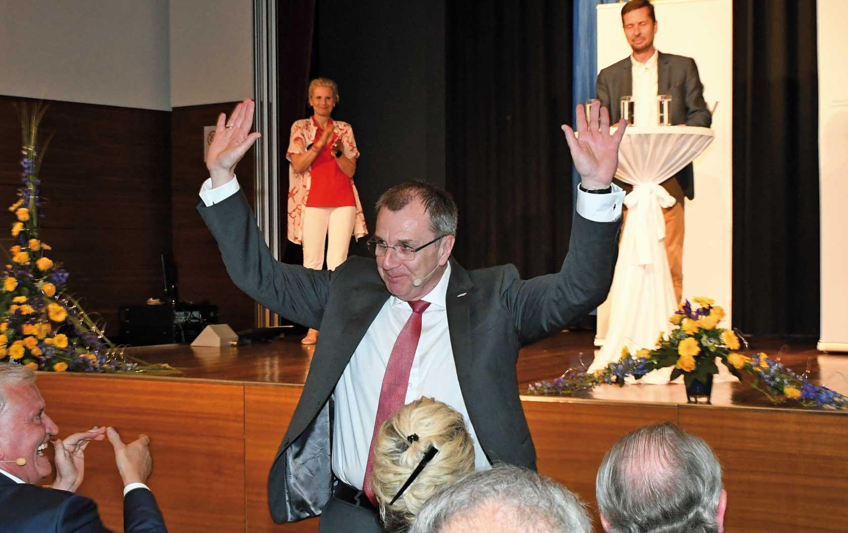 Rupert Dworak wurde mit 95 Prozent der Delegiertenstimmen als GVV Präsident bestätigt. ©NÖ GVV/fotoplutsch.at