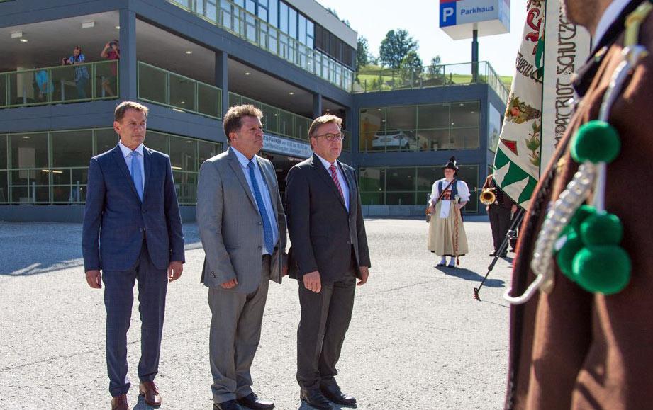 Paul Sieberer, Bürgermeister von Hopfgarten mit Ernst Schöpf und dem Tiroler Landeshauptmann Günther Platter bei der Eröffnung des Tiroler Gemeindetags. ©Breonix/Chris Walch