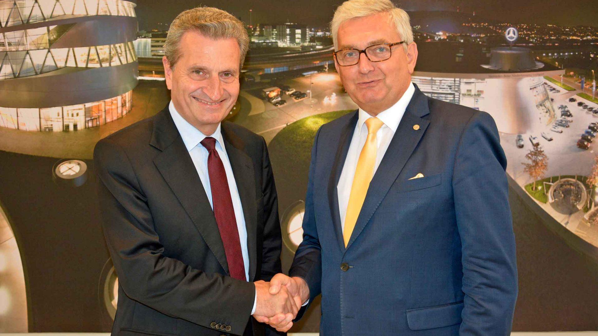 EU-Haushaltskommissar Günther Öttinger betonte im Gespräch mit dem Gemeindebund-Chef, dass die durch Brexit entstehende Lücke von rund zwölf Milliarden Euro nur schwer zu schließen sei. ©Gemeindebund