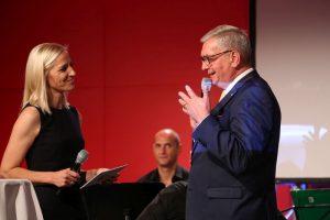 Moderatorin Heidi Winsauer mit Gemeindebund-Präsident Bgm. Mag. Alfred Riedl. ©Schuller/Gemeindebund