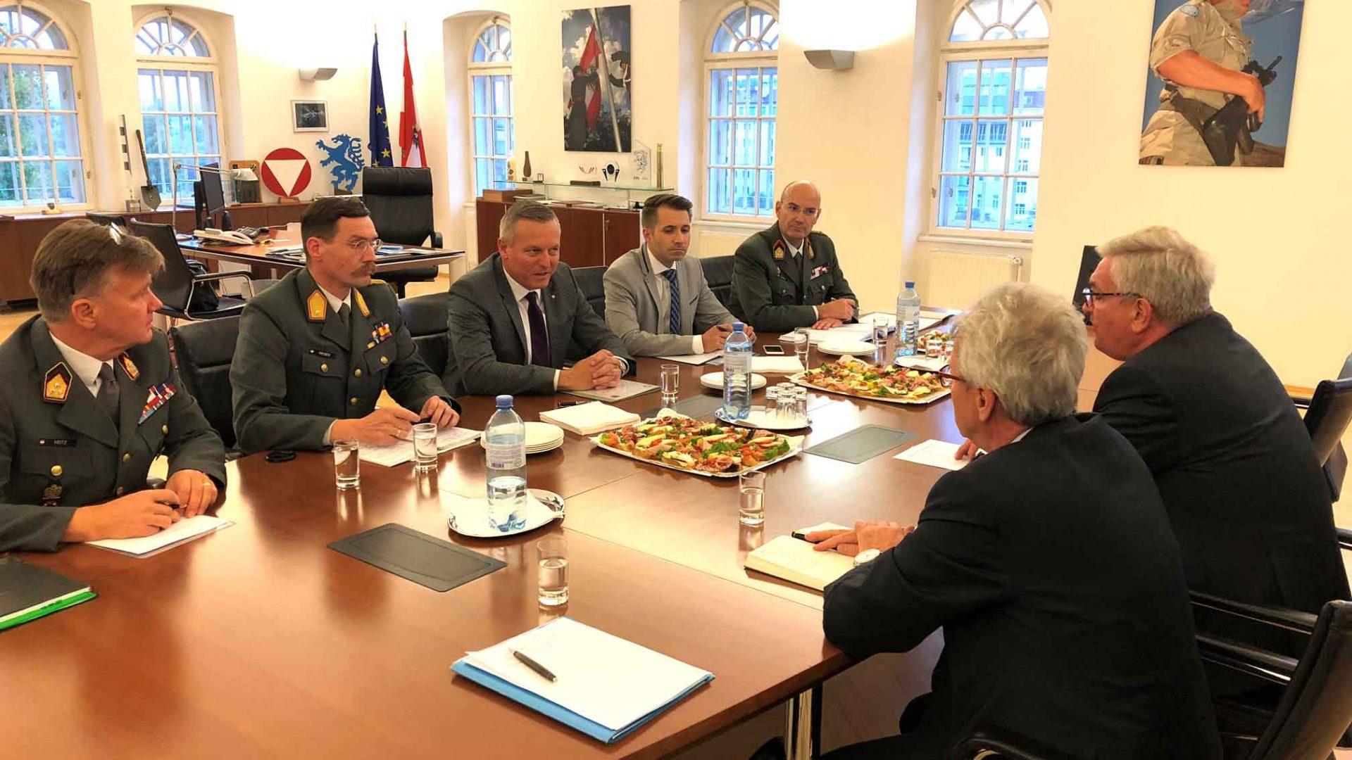 Verteidigungsminister Mario Kunasek möchte die Kooperation mit den Bürgermeistern stärken. ©Gemeindebund