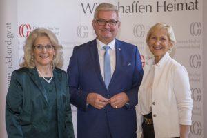 Die zwei neuen Vizepräsidentinnen mit Präsident Alfred Riedl. ©Schuller