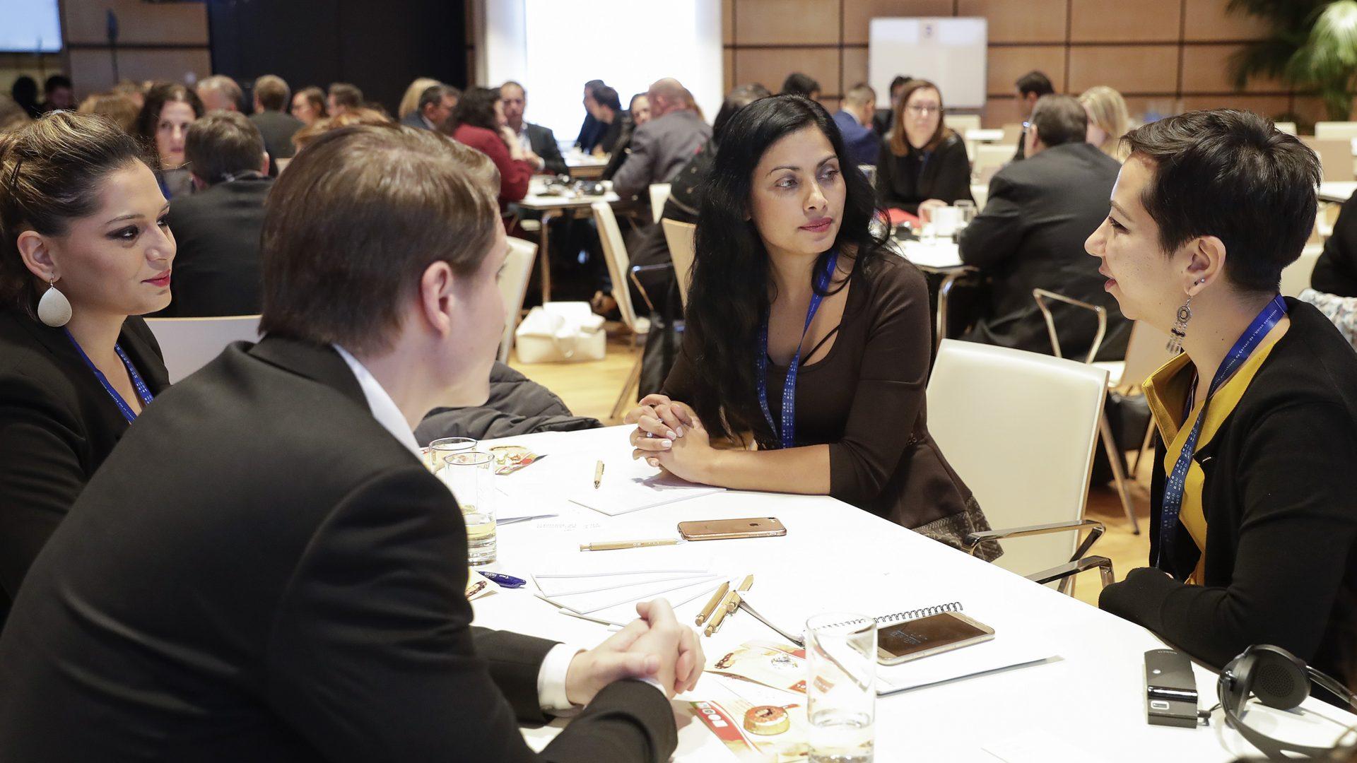 Bei einer EU-Konferenz im Jahr 2018 berieten Organisationen aus ganz Europa, wie man die strukturellen Nachteile und Vorurteile gegenüber Roma und all der anderen Gruppen reduzieren könnte. ©BKA/Regina Artner