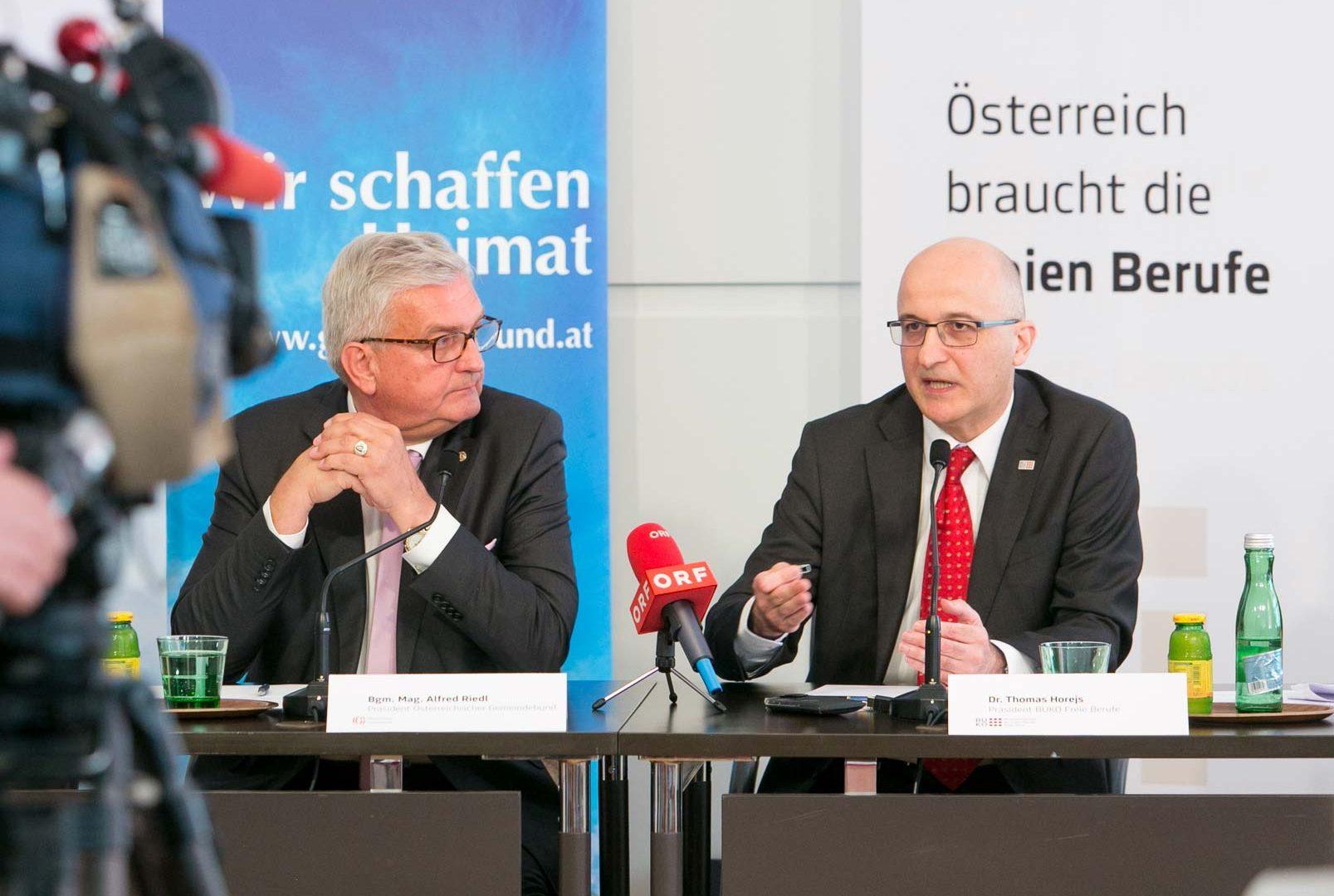 Gemeindebund-Chef Alfred Riedl und BUKO Präsident Thomas Horejs präsentierten die Ergebnisse einer gemeinsam durchgeführten Umfrage. ©Martina Draper
