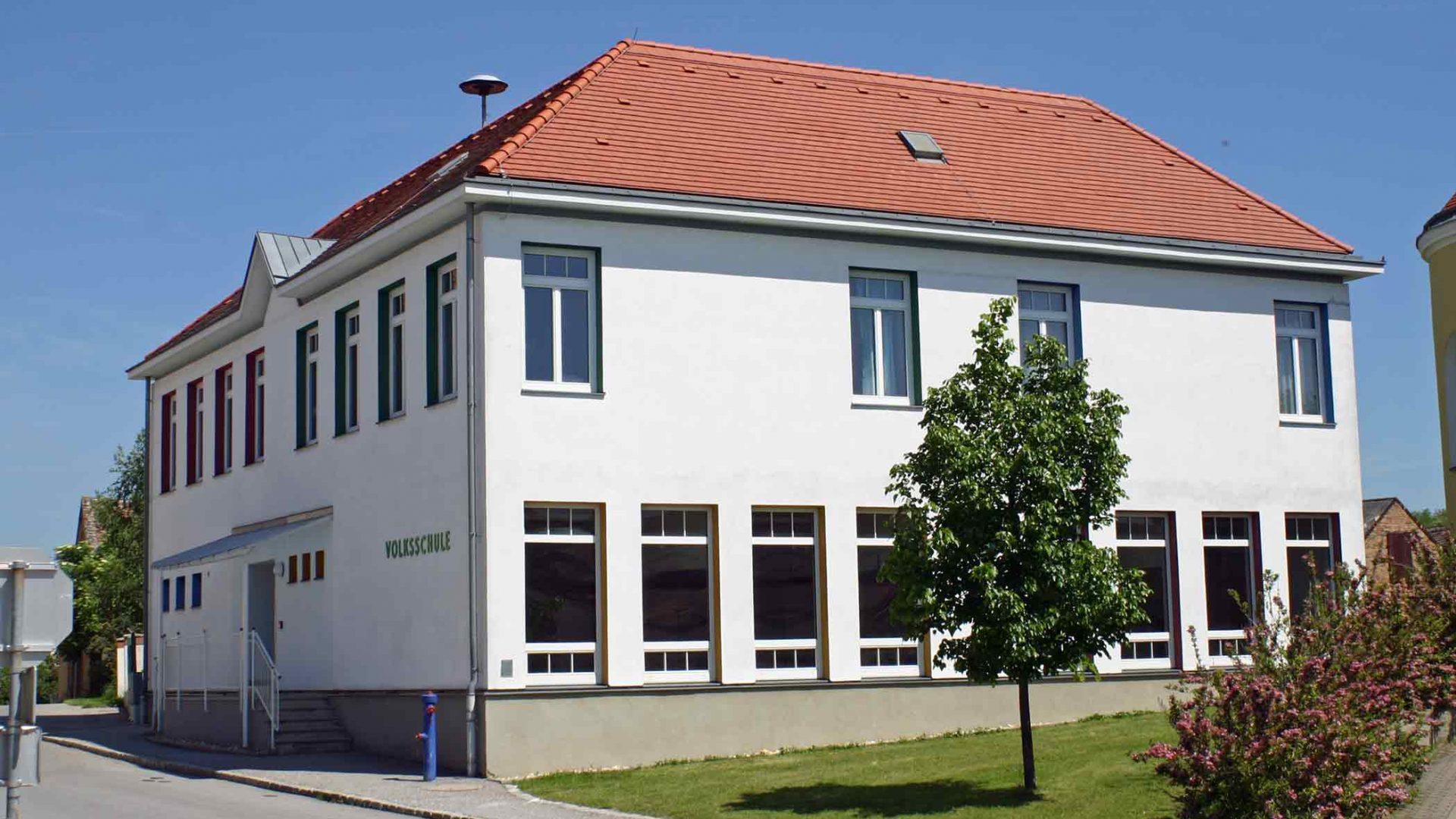 In der Volksschule der Grenzgemeinde Ottenthal lernen alle Kinder Tschechisch. Der Bürgermeister schätzt die Fremdsprachen-Initiative sehr. (Bild: ZVG)