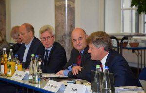 In einer gemeinsamen Sitzung gaben die drei Verbände eine Erklärung zu den Leitlinien der neuen Europäischen Kommission ab und stellten Forderungen an die neue Kommissionspräsidentin Dr. Ursula von der Leyen. (Bild: ZVG Deutscher Städte- und Gemeindebund)