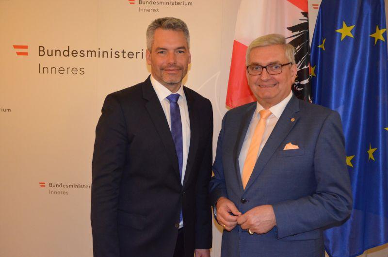 Antrittsbesuch beim BM Karl Nehammer im Bundesministerium für Inneres mit Gemeindebund-Präsident Alfred Riedl. ©Gemeindebund