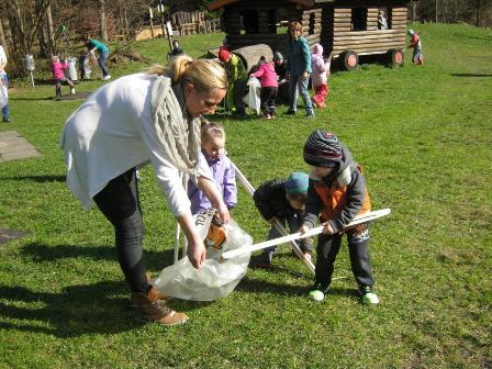 Kufstein_Kindergartenkinder_beim_Muell_sammeln_BR_ZVG_WEB