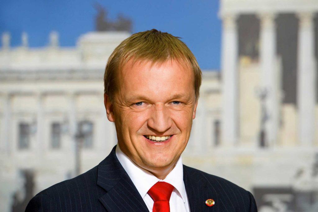 Lampel-Michael_Neufeld-an-der-Leitha_Bundesratspraesident_BR_Parlamentsdirektion_WILKE_WEB