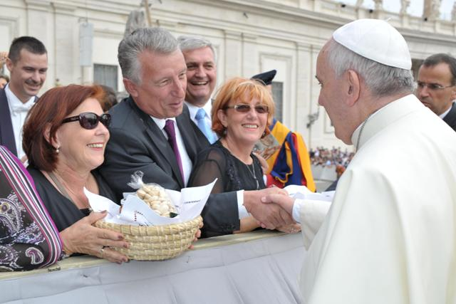 Moedlhammer_mit_Papst_BR_LOsservatore-Romano_1_WEB