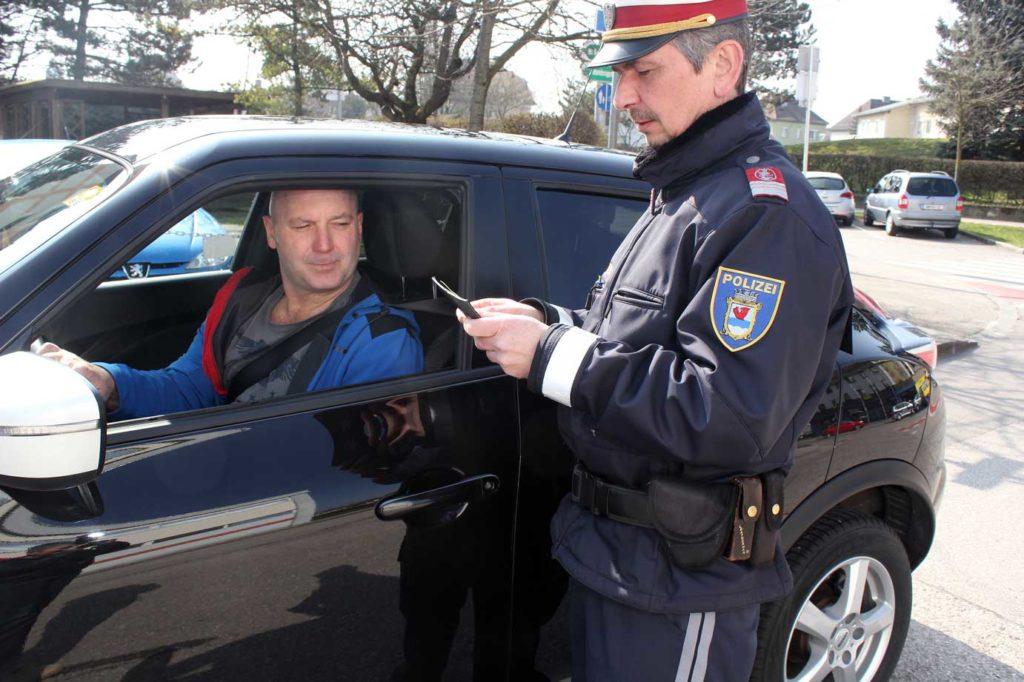 Stadtpolizei-Amstetten-5-Fahrzeuganhaltung_BR_Amstetten_WEB
