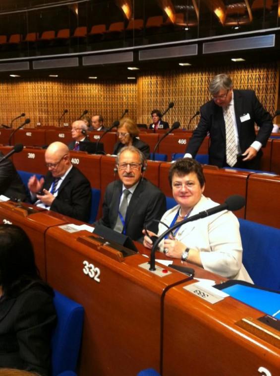 Swetlana-Orlova__russische-Delegationsleiterin-im-KGRE-mit-Erwin-Mohr_vor_zwei-Jahren-noch-herzliche-Atmosphaere-zwischen-O-und-R