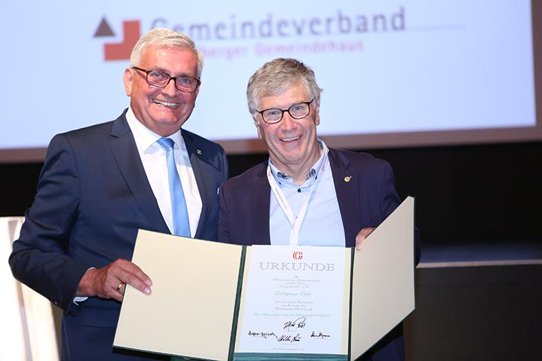 Der ehemalige Mauterndorfer Bürgermeister Wolfgang Eder erhielt beim Bundesvorstand am 26. September 2018 das Ehrenzeichen und die Ehrenmitgliedschaft des Österreichischen Gemeindebundes. ©Schuller/Gemeindebund