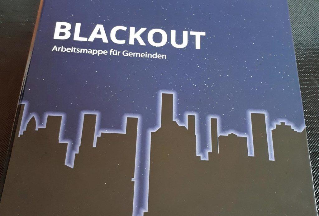 In der Blackout-Arbeitsmappe für Gemeinden stellt der Zivilschutzverband Steiermark wichtige Krisenvorsorge-Punkte vor. ©Herbert Saurugg