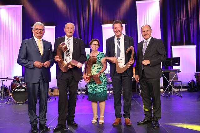 Verleihung des Gemeindepreises am Galaabend des Gemeindetages 2017. ©Schuller