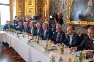 Für den Österreichischen Gemeindebund war Präsident Alfred Riedl mit dabei. ©BMF/Wilke
