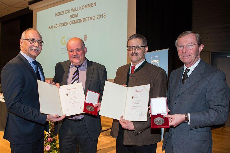 Günther Mitterer, Johann Warter, Johann Grießner und Landeshauptmann Wilfried Haslauer bei der Ehrung © vogl-perspektive.at