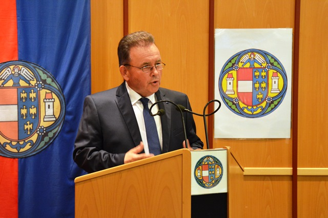 Bürgermeister Landesabgeordneter Franz Mold bei seiner Antrittsrede. (Bild: ZVG)