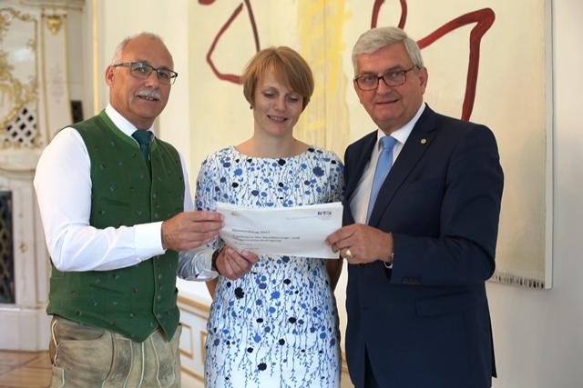 Präsident Günther Mitterer, Dr. Eva Zeglovits (IFES), Präsident Alfred Riedl ©Schuller