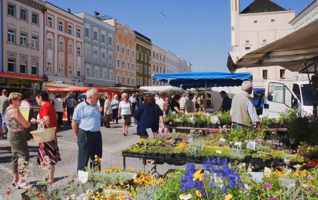 Das oberösterreichische Ried im Innkreis bietet mit seiner historischen Innenstadt die größte Begegnungszone Österreichs. (Bild: ZVG)