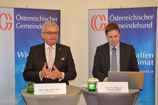 Gemeindebund-Präsident Alfred Riedl und Fiskalratspräsident Gottfried Haber ziehen ein Resümee zu den Gemeindefinanzen. ©Gemeindebund