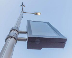Der intelligente Lichtmast: Nur eine der vielen digitalen Einrichtungen der Smart Street. ©Johann Perger, Fonatsch GmbH