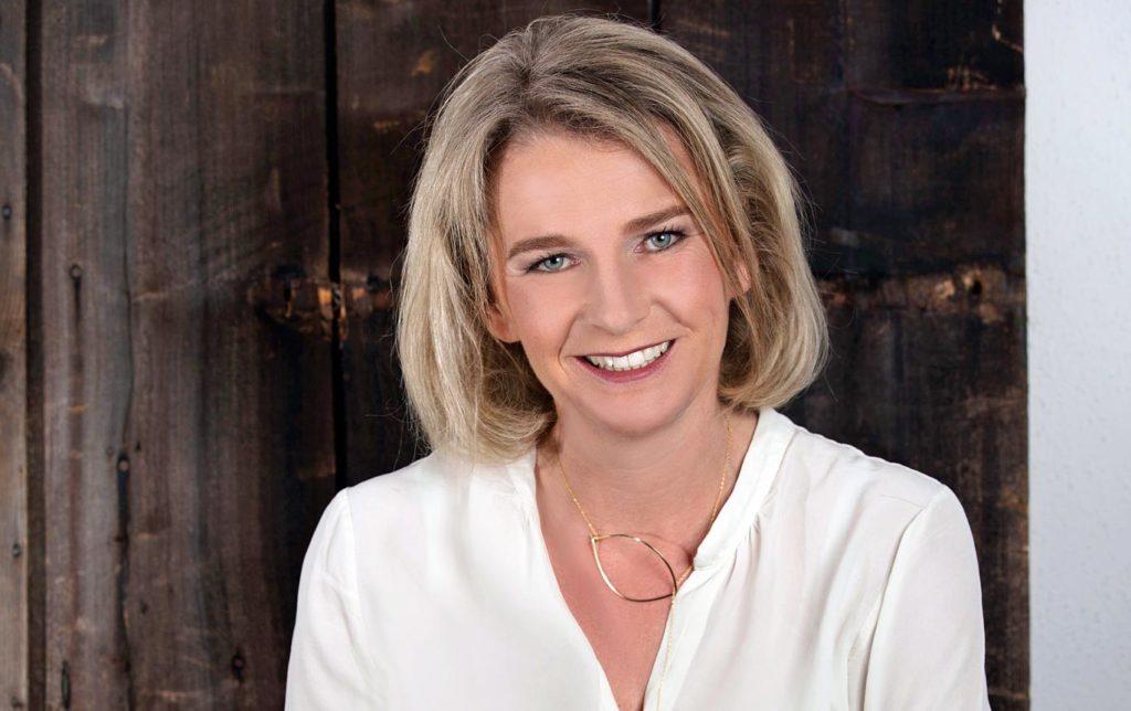 """Marion Wex - zugehörig zur Oppositionsliste """"Für Buch"""" - sieht sich als neue Bürgermeisterin von Buch in Tirol mit viel Neuem konfrontiert. Im Ortsparlament will sie einen transparenten und ehrlichen Umgang pflegen. ©Tanja Cammerlander"""