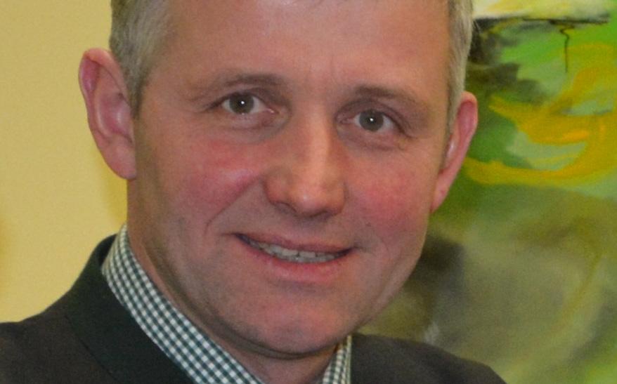 Walter Wieseneder ist als Bürgermeister und zugleich im familiären Schweinezuchtbetrieb tätig. (Bild: ZVG)