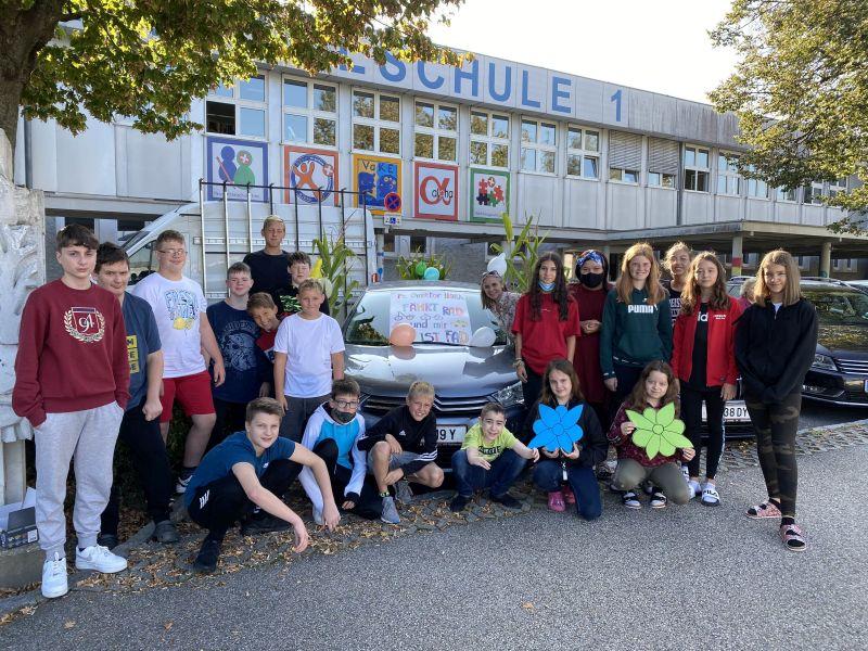 In Ried im Innkreis setzten die Direktoren der beteiligten Schulen ein Zeichen und ließen eine Woche lang ihr Auto stehen. © Stadtmarketing Ried